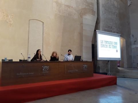 J. Badia presenta a S. Pérez Isasi